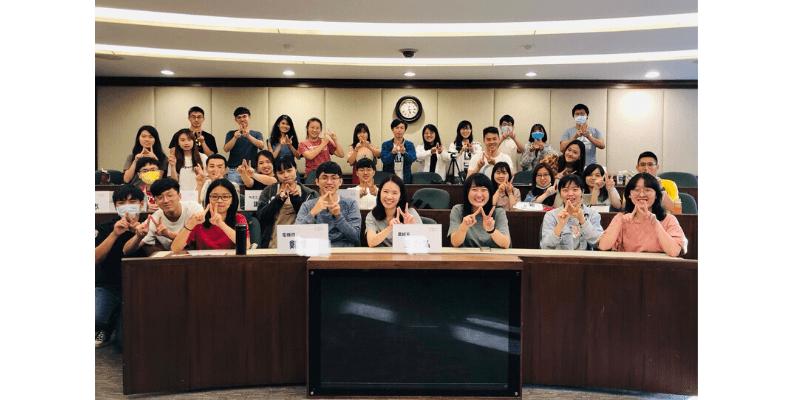 王琍瑩律師受邀於台灣大學創意創業學程分享產業趨勢與法律實務